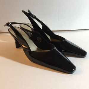East 5th black patent sling back point toe heel